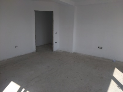 Vand apartament 3 camere, Cristian