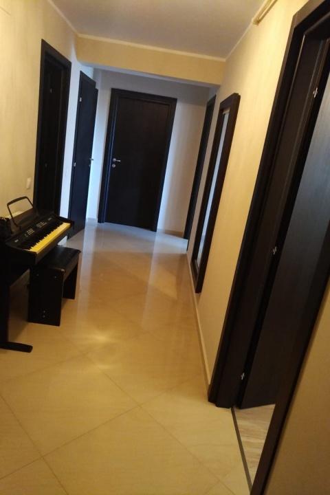 Inchiriez apartament 3 camere, Urban