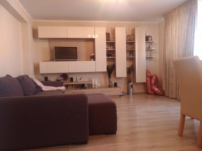 Vand apartament 3 camere bloc nou, zona Coresi