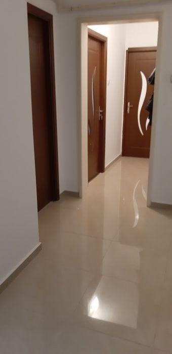 Vand apartament 3 camere,zona Astra