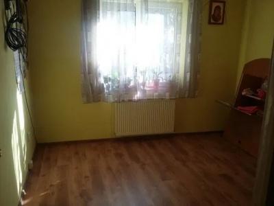 Vand apartament 3 camere, zona Calea Bucuresti