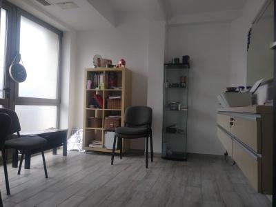 Inchiriez spatiu de birouri / salon, zona Oficiul de Cadastru