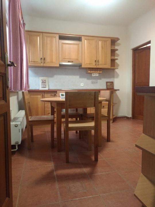 Inchriez apartament in casa  3 camere zona Memorandului