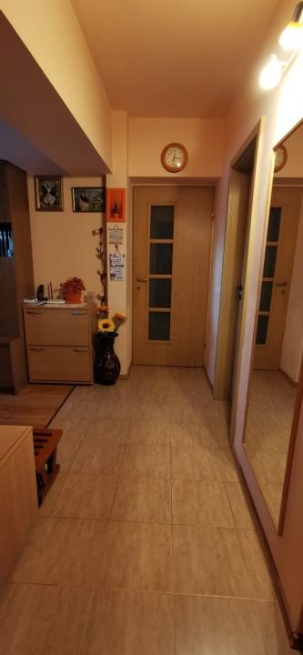 Vand apartament cu 4 camere in cartierul Tractorul