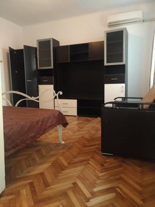 Inchiriez apartament 2 camere Centrul Vechi, Str Lunga