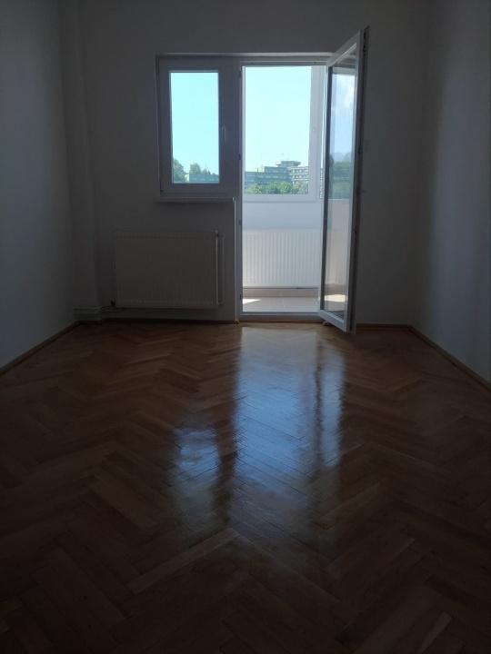 Vand apartament 3 camere, zona  Bulevardul Grivitei
