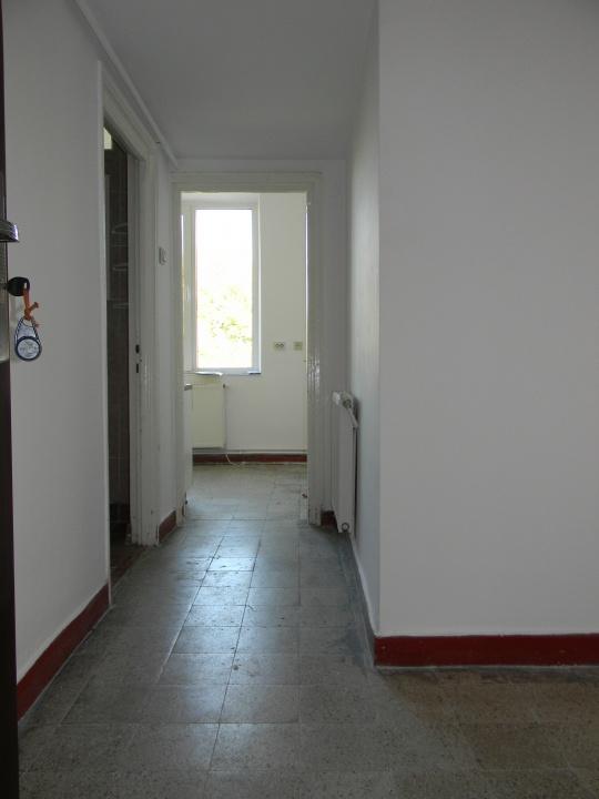 Poza proprietate Vand apartament cu 2 camere in cartierul Tractorul