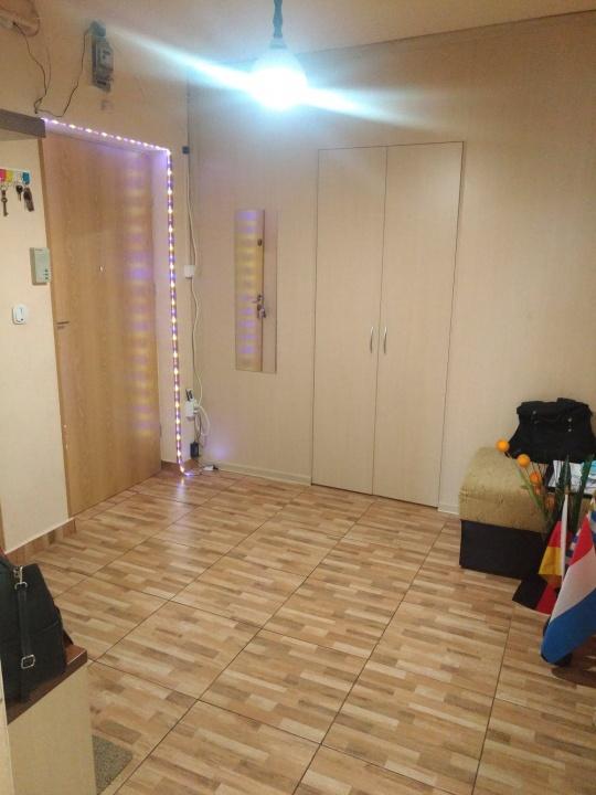 Vand un apartament cu 3 camere in Centrul Vechi.