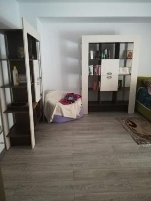 Vand apartament cu doua camere, bloc nou in cartierul Tractorul.