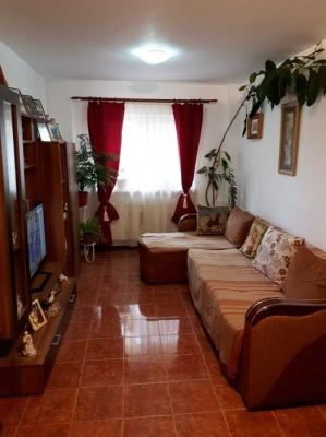 Vand apartament cu 4 camere in cartierul Racadau