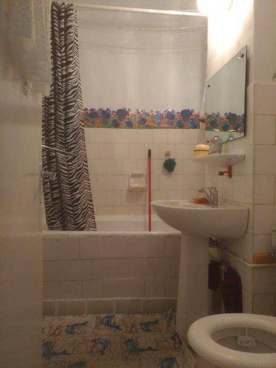Inchiriez apartament 3 camere, cartier Noua