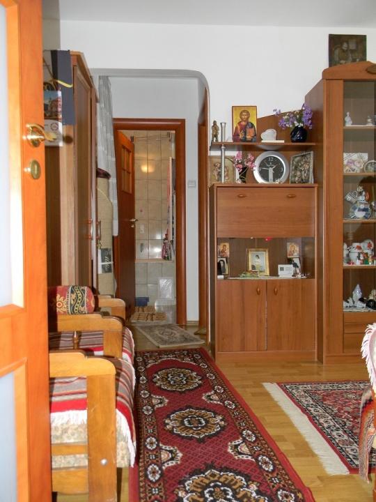 Vand apartament cu 2 camere, cartier Florilor
