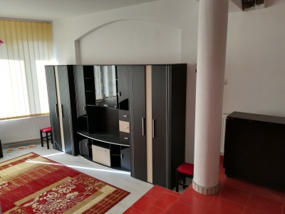 Inchiriez studio, zona Stupini