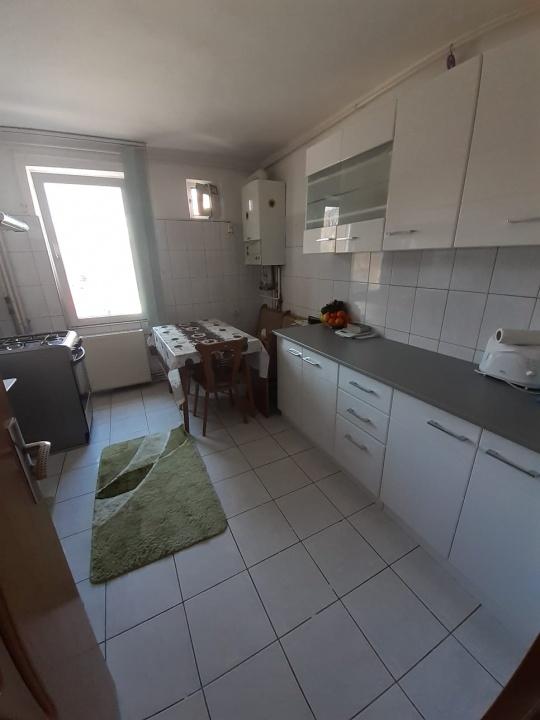 Vand apartament 4 camere, cartier Florilor
