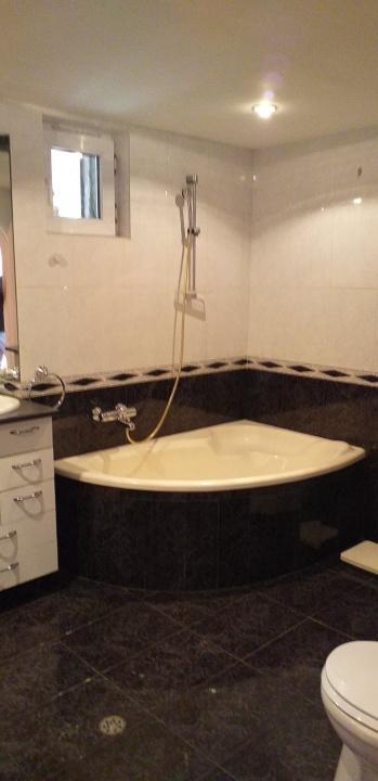 Inchiriez apartament 3 camere Str. Mihai Viteazul