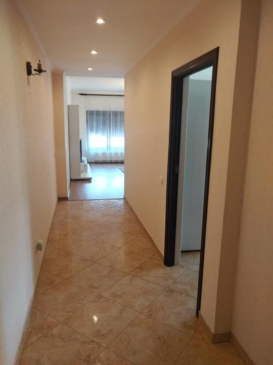 Inchiriez apartament 2 camere, str. De Mijloc